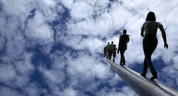 Walking to the sky * Jonathan Borofsky  Walking to the sky * Jonathan Borofsky featur 360x195