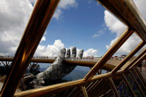 golden bridge Vietnam's 'Golden Bridge' has giant support Golden Bridge Vietnam 17 1 293x195
